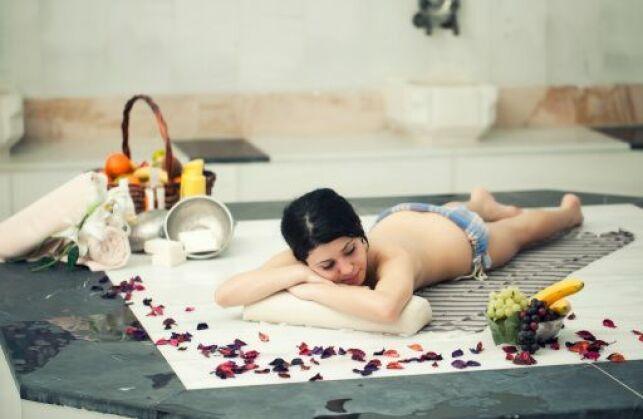 Le hammam et le sauna permettent à la fois de se détendre et d'éliminer les toxines.