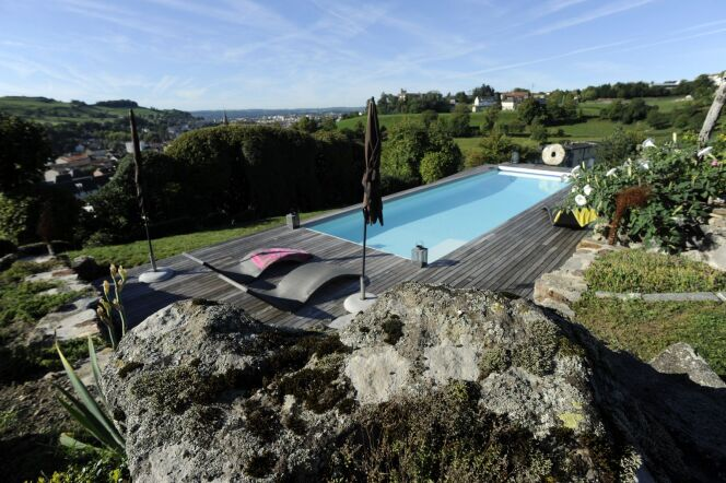 """Un devis pour l'installation de la piscine permet de prévoir tous les frais liés à celle-ci.<span class=""""normal italic petit"""">© Pascal Guiraud - Piscine de France</span>"""