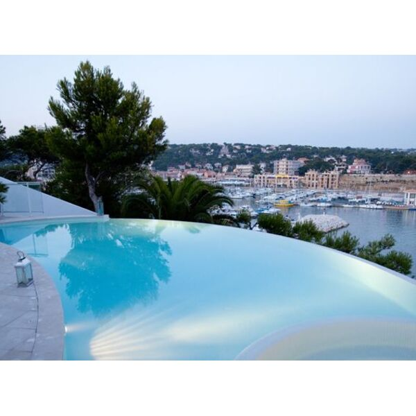Dfm piscines aix en provence aix en provence for Piscine miroir aix en provence