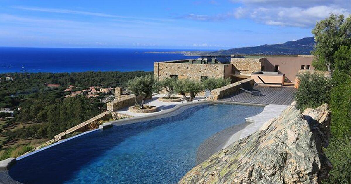 Les 27 piscines prim es aux troph es de la piscine 2015 for Construction piscine 27