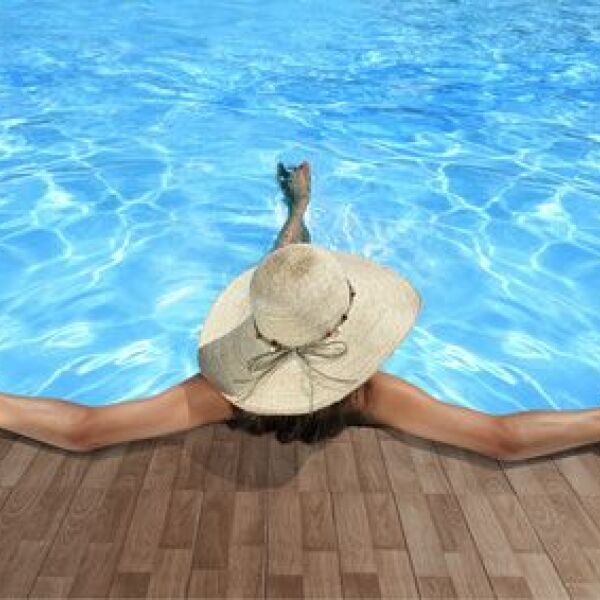 un d me solaire pour la piscine garder l 39 eau chaude plus longtemps. Black Bedroom Furniture Sets. Home Design Ideas