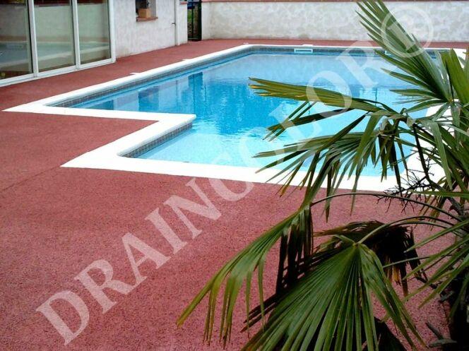 """Draincolor, du béton drainant pour plages de piscine<span class=""""normal italic petit"""">© Draincolor</span>"""