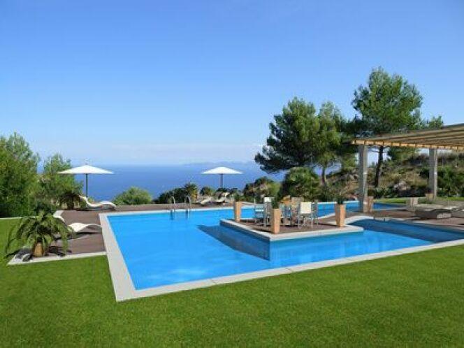 """Le gazon synthétique restera vert tout le temps autour de votre piscine.<span class=""""normal italic petit"""">© Fotolia</span>"""