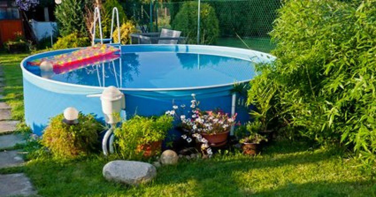 du solaire pour votre piscine hors sol chauffer l 39 eau. Black Bedroom Furniture Sets. Home Design Ideas