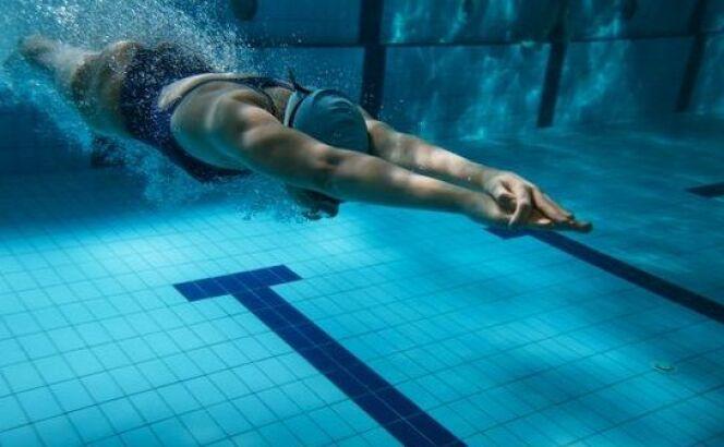 "Echauffement natation : augmenter son rythme cardiaque<span class=""normal italic petit"">© Fotolia</span>"