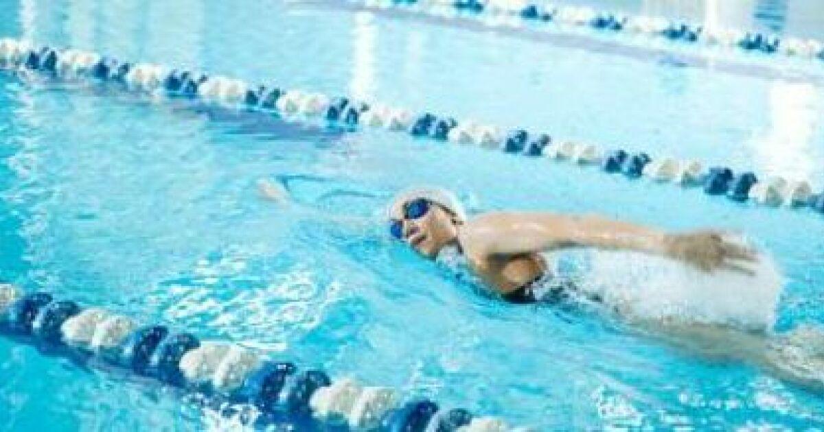 2 exercices de natation pour affiner sa taille for Exercice piscine pour maigrir