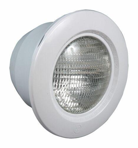 """L'éclairage 300w Hayward permet de mettre en lumière les moindre recoins de votre piscine.<span class=""""normal italic petit"""">© Hayward Pool Europe</span>"""