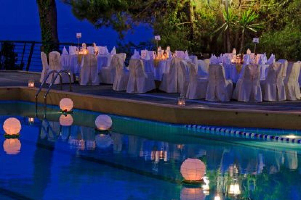 Eclairage Led Autour Piscine l'éclairage de piscine sans fil : pratique et économique