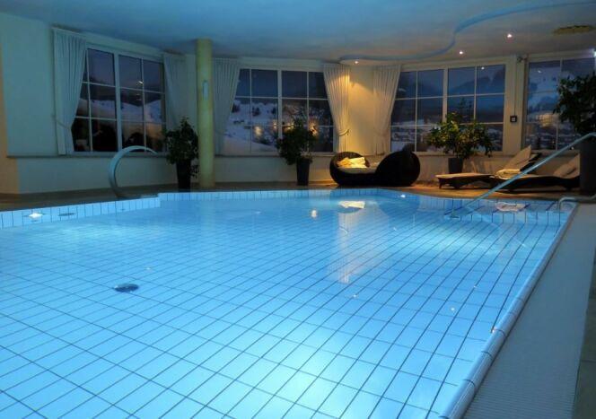 Eclairer votre piscine intérieure