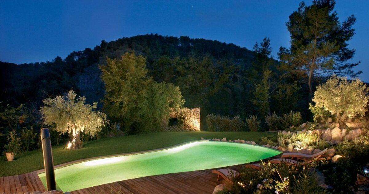 bord de piscine charmant amenagement bord de piscine amnagement paysager russi jardin avec. Black Bedroom Furniture Sets. Home Design Ideas