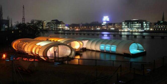 En hiver, la piscine se couvre et offre une ambiance colorée au fleuve