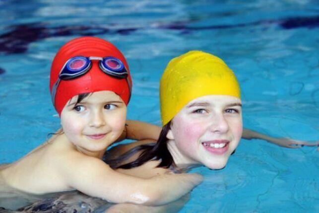 Les enfants à la piscine