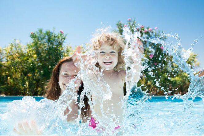 """Enfants à la piscine : conseils pour une baignade en sécurité<span class=""""normal italic petit"""">© Fotolia</span>"""
