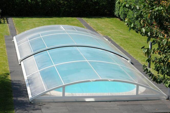 """Entretien des mécanismes de l'abri de piscine<span class=""""normal italic petit"""">© Abrideal - Abri Tempo fermé</span>"""