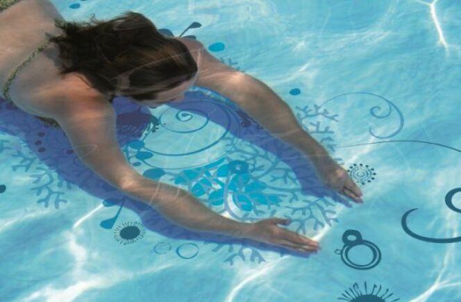 "Entretien du liner <span class=""normal italic petit"">© piscineo.com</span>"