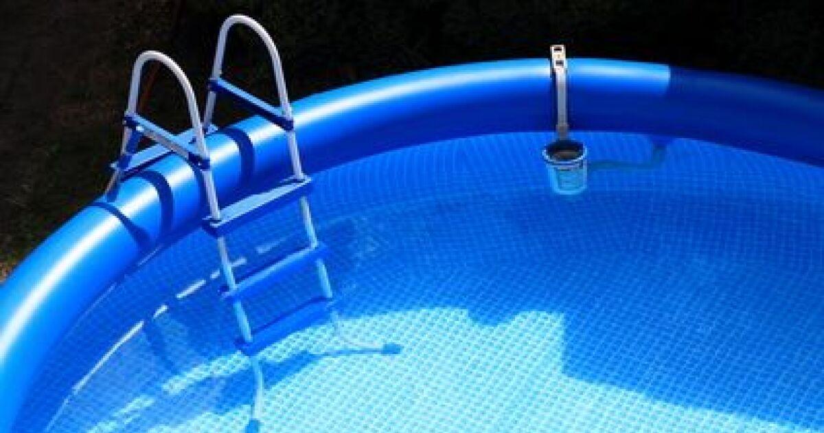 entretien et nettoyage d 39 une piscine autoport e. Black Bedroom Furniture Sets. Home Design Ideas