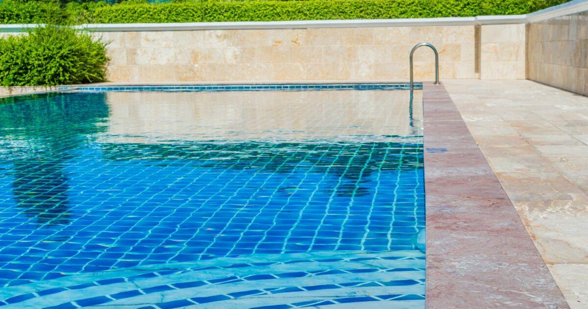 entretien et r novation d un carrelage de piscine. Black Bedroom Furniture Sets. Home Design Ideas