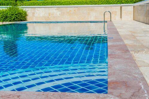 Entretien et rénovation du carrelage de piscine