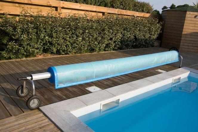 Épaisseurs et finitions d'une bâche de piscine