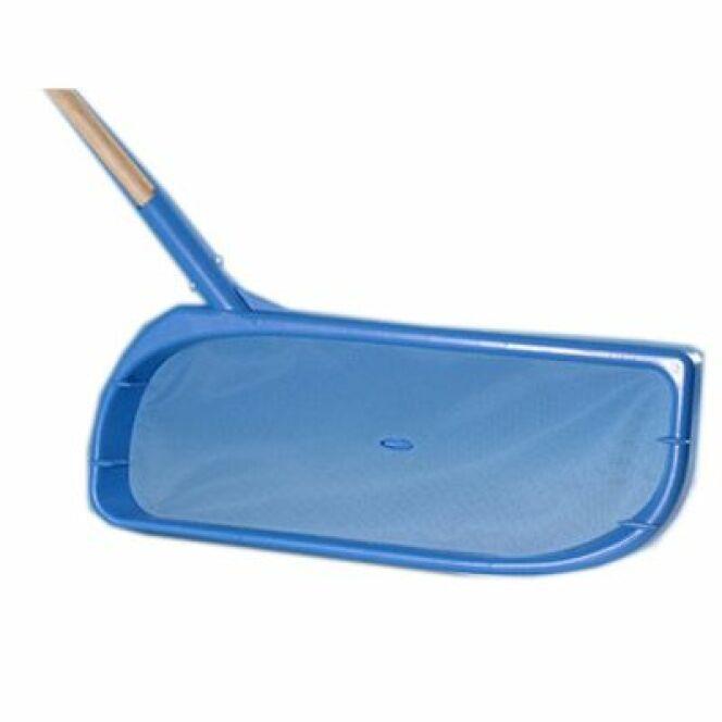 En image 10 accessoires pour le nettoyage de la piscine for Accessoire pour piscine