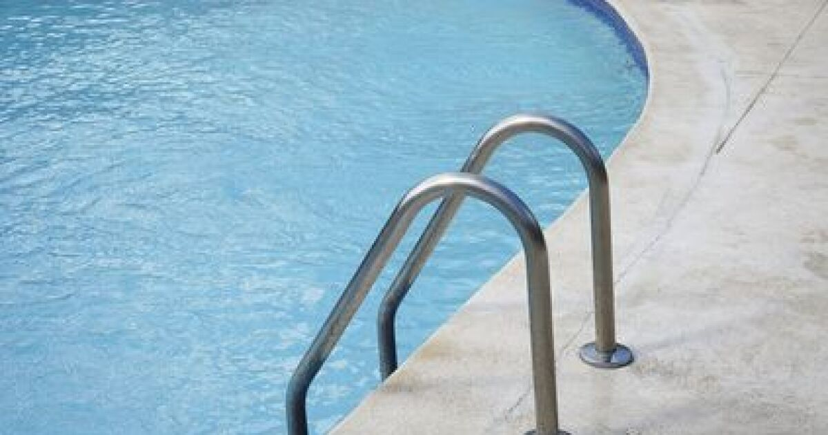 finitions quipements et accessoires piscine filtres chauffage alarme chelle s curit piscine. Black Bedroom Furniture Sets. Home Design Ideas
