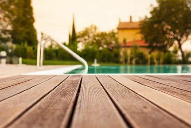 Escalier de piscine en bois