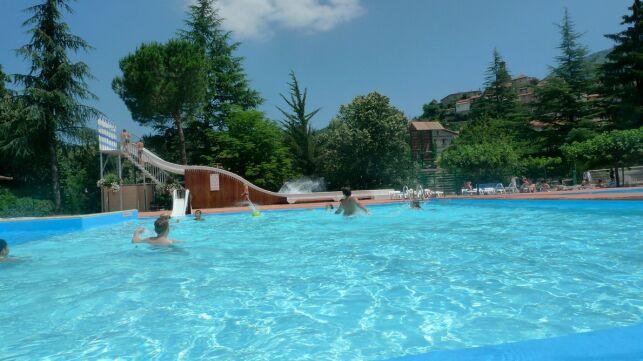 Le bassin extérieur de l'espace aquatique intercommunal à Vernet les Bains