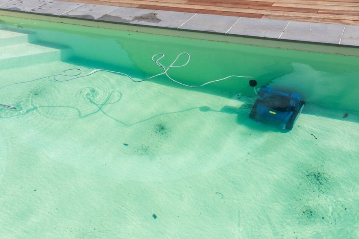 Est-il dangereux de se baigner dans une piscine verte / trouble