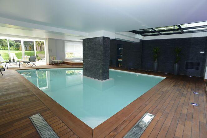 """L'estimation du prix d'une piscine peut être difficile à effectuer.<span class=""""normal italic petit"""">© Pascal Guiraud - Piscine de France</span>"""