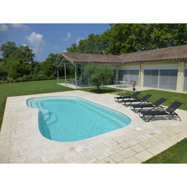 Etude et conception polyester fabricant aboral piscines for Fabricant de piscine polyester