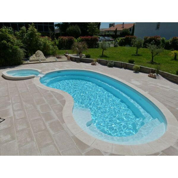 Etude et conception polyester fabricant aboral piscines for Accessoire piscine 68