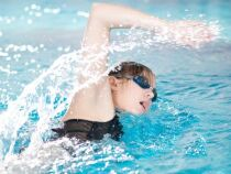 Exercices d'échauffement dans l'eau