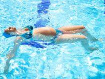 Les exercices de natation pour soulager les jambes lourdes pendant la grossesse