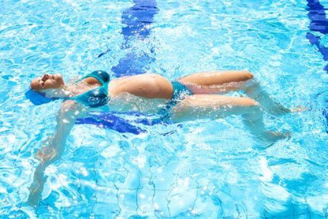 "Soulager ses jambes lourdes pendant la grossesse<span class=""normal italic petit"">© fmarsicano - Fotolia.com</span>"
