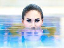 Fard à paupière waterproof : pour un regard glamour à la plage et à la piscine