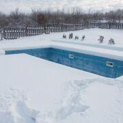 Hivernage : faut-il baisser le niveau de l'eau dans la piscine ?