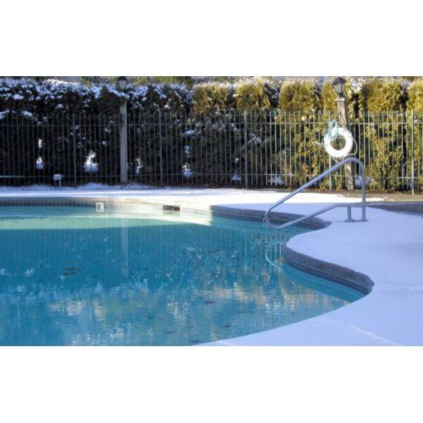 faut il vider une piscine en hiver. Black Bedroom Furniture Sets. Home Design Ideas