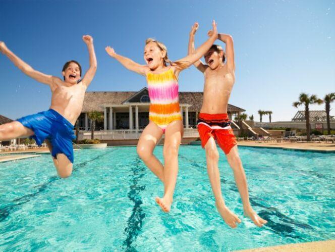 """Fêter son anniversaire à la piscine<span class=""""normal italic petit"""">© Fuse - Thinkstock</span>"""
