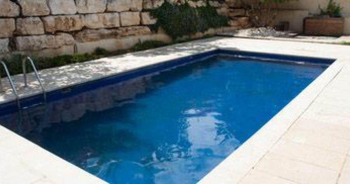 Bassin piscine beton piscine couloir de nage et bassin for Bassin piscine pierre