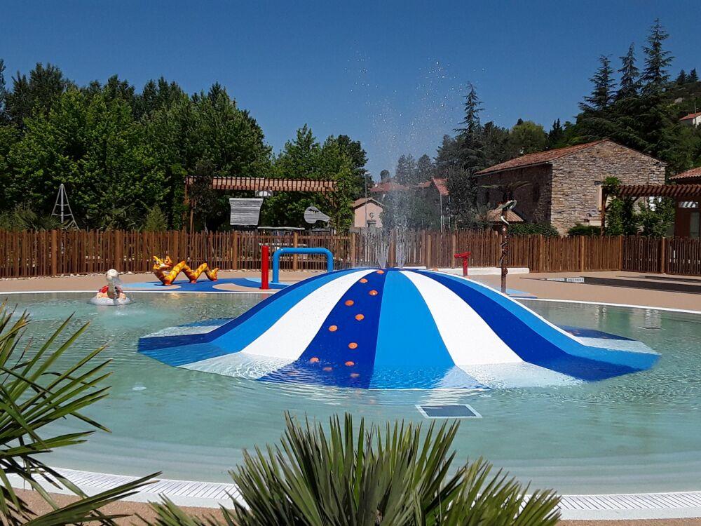 Fluidra installe le premier jeu aquatique La Bulle en France © Isaba / Fluidra