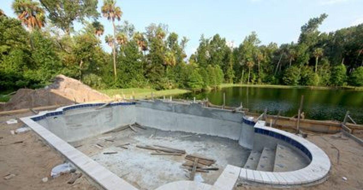 le fond de fouille d 39 une piscine une tape du terrassement. Black Bedroom Furniture Sets. Home Design Ideas