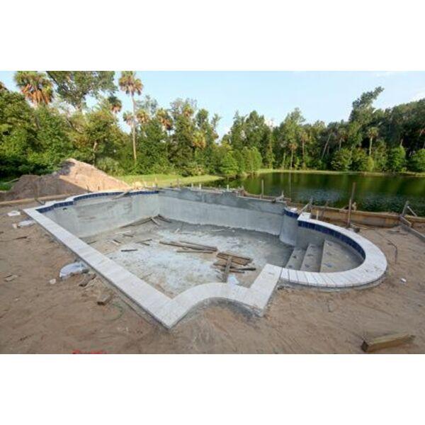 Le fond de fouille d 39 une piscine une tape du terrassement - Terrassement bassin d arcachon tourcoing ...