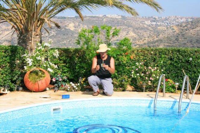 """Formez-vous au traitement de l'eau des piscines avec hth<span class=""""normal italic petit"""">© shutterstock</span>"""