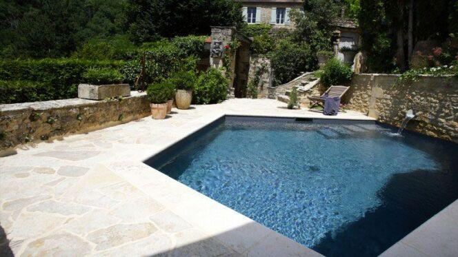 """Fuite au niveau des canalisations d'une piscine<span class=""""normal italic petit"""">© L'Esprit Piscine, PhotographeMarc de Tienda</span>"""