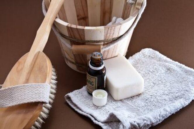 """Le gant kessa est un accessoire de hammam indispensable pour pratiquer le gommage traditionnel au savon noir.<span class=""""normal italic petit"""">© Paipai - Fotolia.com.jpg</span>"""