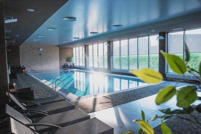 GECO propose une gamme de déshumidificateurs encastrables pour piscine intérieure
