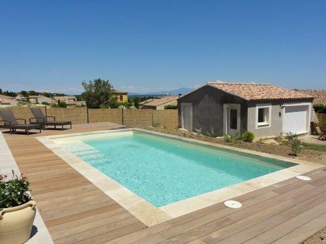 """Génération Piscine et Cetelem s'associent pour proposer des piscines à moins de 100€ par mois<span class=""""normal italic petit"""">© Génération Piscine</span>"""