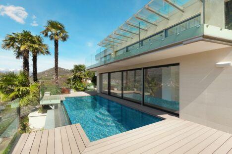 "villa architecte terrasse piscine débordement miroir terrasse bous sud<span class=""normal italic petit"">© gestion pool</span>"
