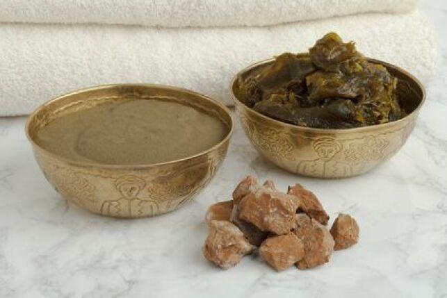 Le ghassoul (prononcer rhassoul) est avec le savon noir, un ingrédient indispensable pour une séance de hammam réussie.