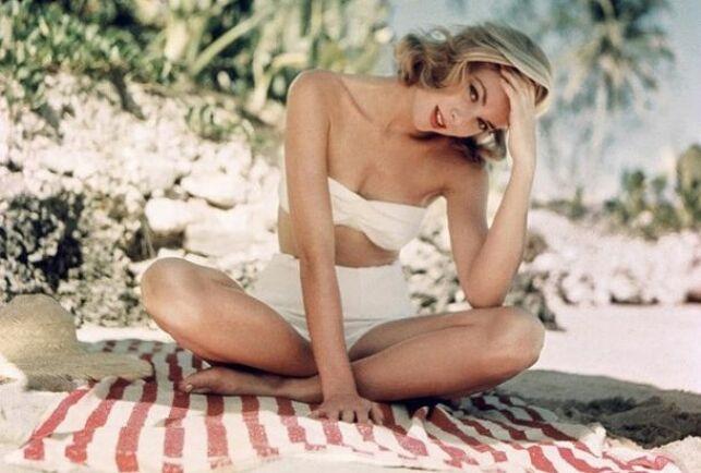 Grace Kelly en bikini taille haute blanc